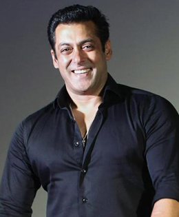 Salman Khan Fans Harass His Girl Friend
